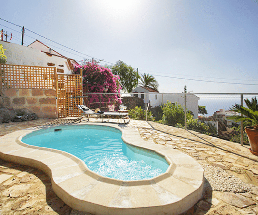 Swimming  Pool in Romantic Cottage in a Beautiful Hamlet