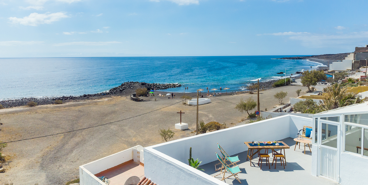 Rooftop Terrace Apartment with Beach Views2