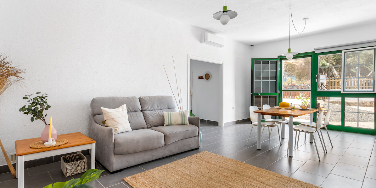 Seabreeze apartment in Tenerife Hamlet bright and spacious living area