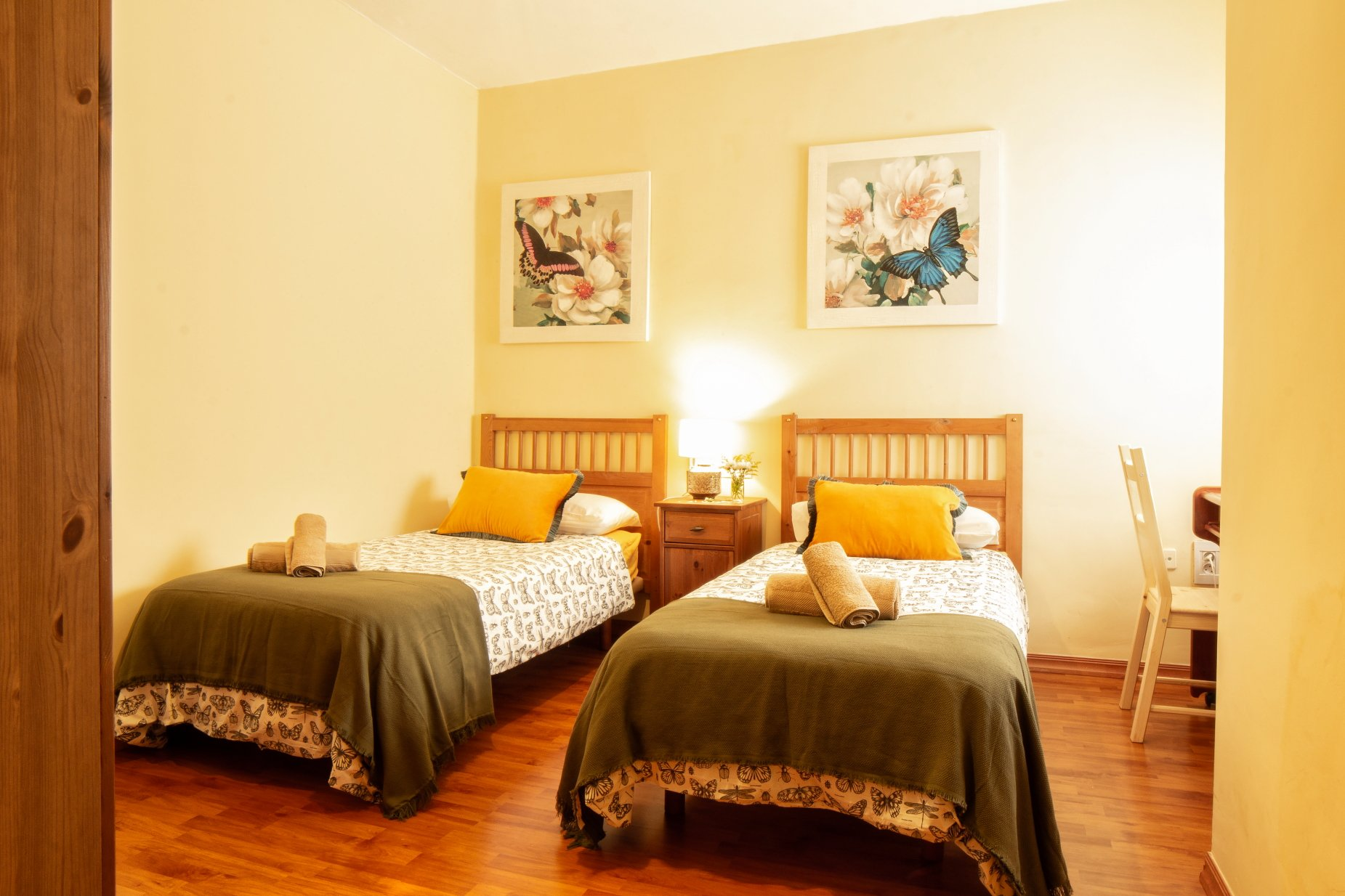 Twin bedroom with a view of the historical landmarks of La Laguna